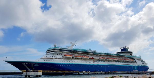Monarch Of The Seas Cruise Ship – Expert Reviews & Passport Information